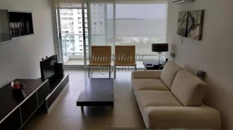 Apartamentos En Playa Mansa: Lmt525a