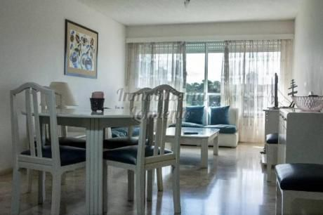 Apartamentos En Playa Mansa: Lmt536a