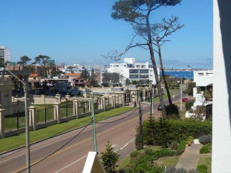 Apartamentos En Playa Mansa: Sgt2423a