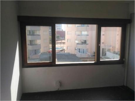 Apartamentos En Playa Mansa: Sgt2459a