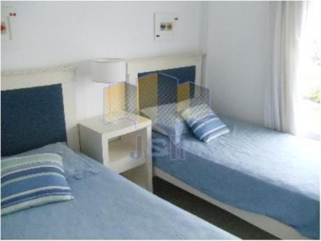 Apartamentos En Playa Mansa: Jyr1658a