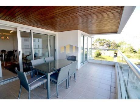 Apartamentos En Playa Brava: Jyr1679a