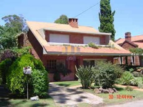 Casas En Playa Mansa: Jyr396c