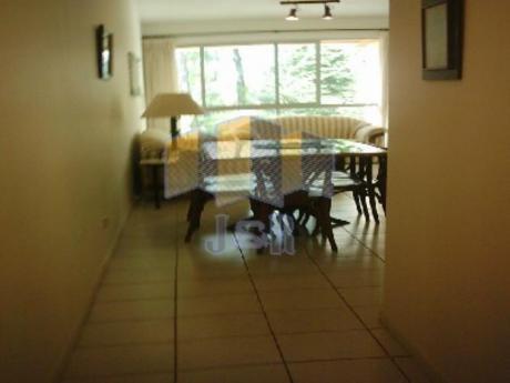 Apartamentos En Playa Mansa: Jyr923a
