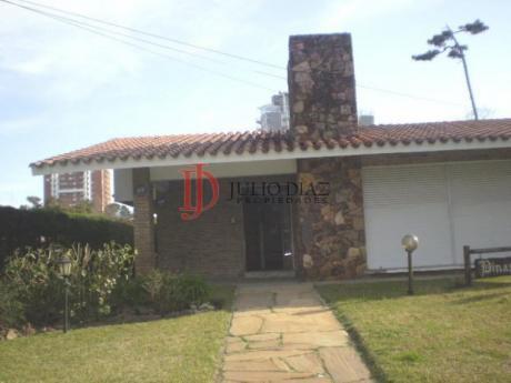 Casas En Playa Mansa: Jdi5746c