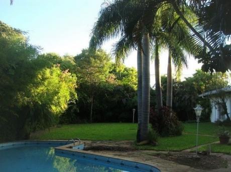 Se Vende Amplia Residencia De 780 M2. En Asunción, Zona Villa Morra
