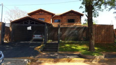 Vendo Hermosa Residencia En Villa Elisa.-