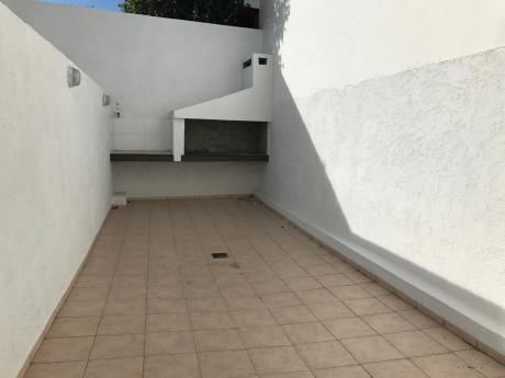 Excelente Apartamento A Estrenar Con Patio Y Garaje