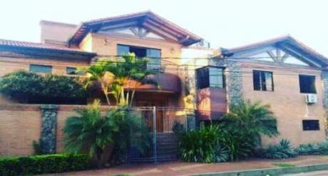 Capital Vende Hermosa Casa De 4 Niveles En Barrio Tembetary!!