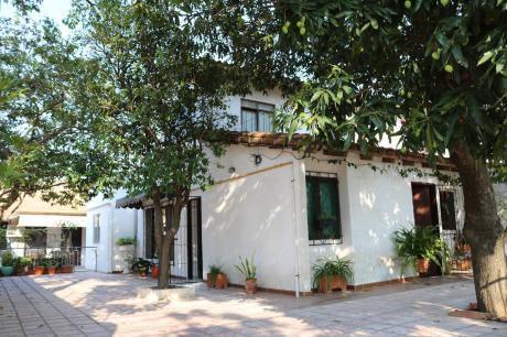 Vendo Muy Bonita Casa Por La Av. Paragua Entre 3ro Y 4to Anillo