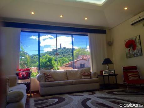 Amplia Residencia, Con Jardin, Piscina, Y Hermosas Vistas