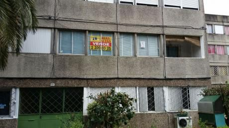 Muy Buen Apartamento En Complejo MillÁn Y Lecocq