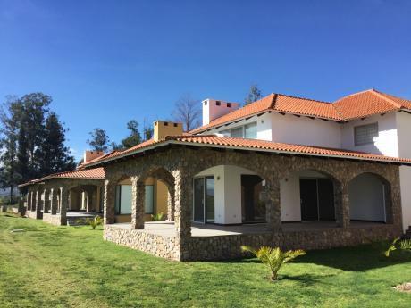 En Venta Hermosa Casa En Campos De Amiraya Sipe Sipe