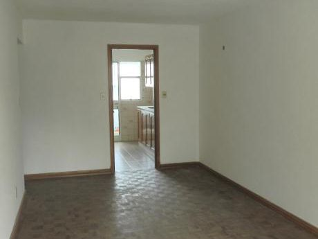 Apartamento De 2 Dormitorios, Con Garage!