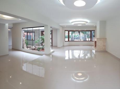 Vendo Residencia De 5 Dormitorios En Suite Zona Mburucuyá