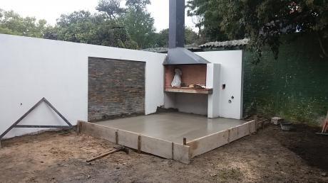 Casa De Tres Dormitorios Con Fondo Y Parrillero