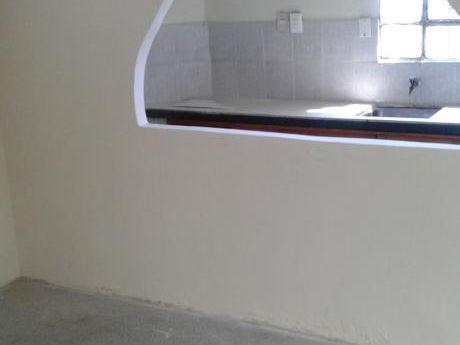 Casa En Esquina  Cipriano MirÓ 2802 Y Purificacion