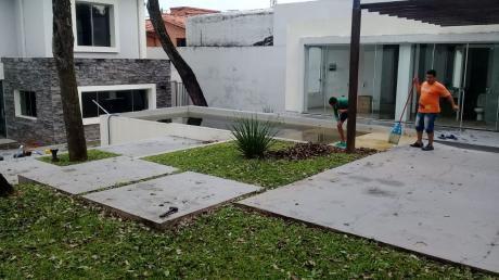 Hermosa Casa Minimalista  Con 5 Suite Zona Mburuvicha Roga