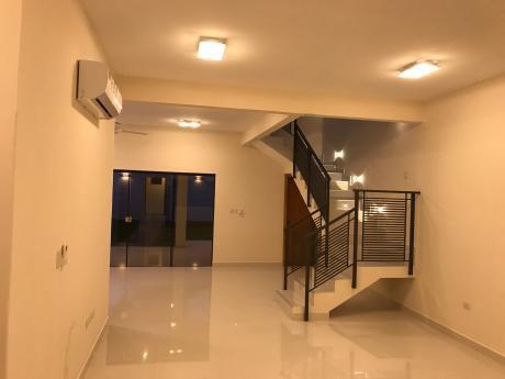 Casa Pareada (tipo Duplex) De Primer Nivel A Estrenar (3 Dorm En Suite)