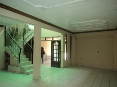 Casa Independiente En Alquiler De 4 Habitaciones.