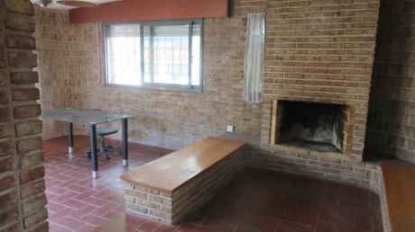 Casa En Una Planta En Carrasco Sur. 4 Dormitorios