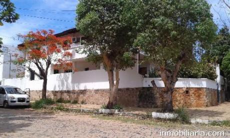 Importante Casa En Barrio Jara