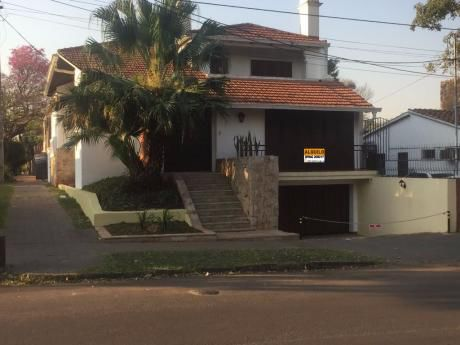 Alquilo Amplia Casa P/ Oficina Zona Leon Condu