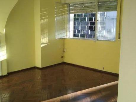 Prox Al Mam, Casa 2 Dorm, Al Frente,amplia Con Patio. Segura Con Rejas!