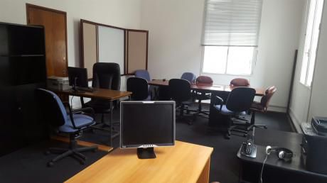 Oficina En Peatonal Sarandí Y Misiones
