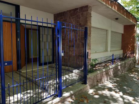 Casa De 2 Plantas Frente Al Liceo ,3 Dormit