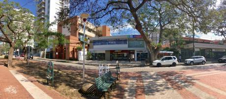 En Alquiler, Oficina De 180m2, Con Galería Y Jardín, Av. Las Américas