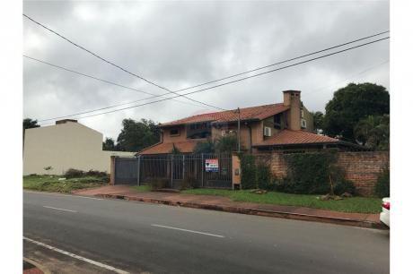 Amplia Residencia En Barrio Villa Adela Luque