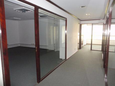 Excelente Oficina De 150m2 En Alquiler En Plaza Independencia