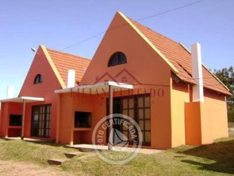 Casa En Venta En Cantegril - Ref: 153