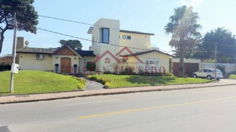 Casa En Venta En El Tesoro - Ref: 67