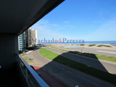 Brava,vista Directa Al Mar,edificio Tradicional Con Todos Los Servicios