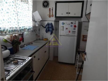 Apartamentos En Playa Mansa: Mci1088a