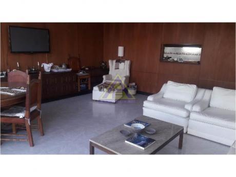 Apartamentos En Playa Mansa: Mci1103a