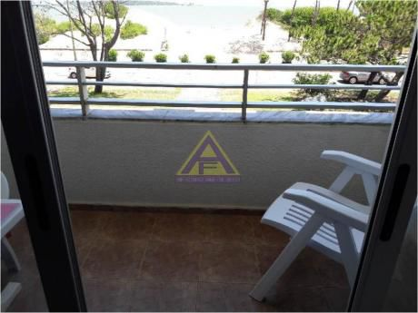 Apartamentos En Playa Mansa: Mci1148a