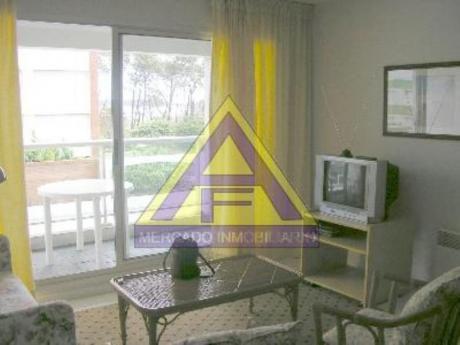Apartamentos En Playa Mansa: Mci15a