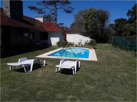 Casas En Playa Mansa: Mci219c