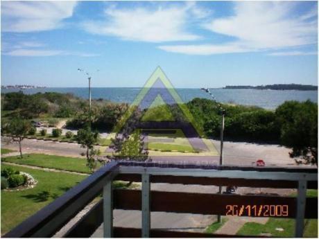 Apartamentos En Playa Mansa: Mci21a