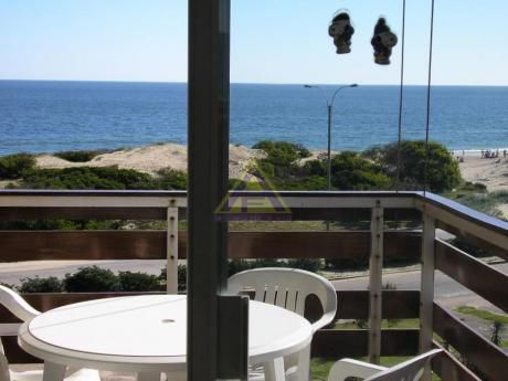 Apartamentos En Playa Mansa: Mci27a