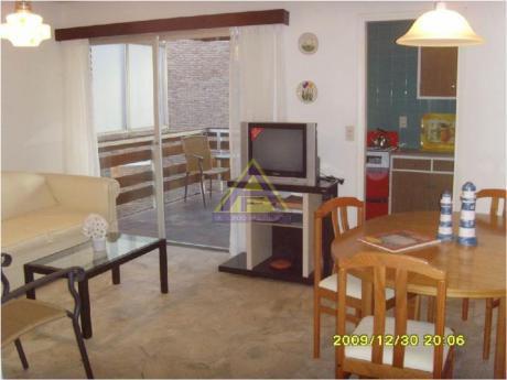 Apartamentos En Playa Mansa: Mci400a