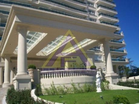 Apartamentos En Playa Mansa: Mci631a