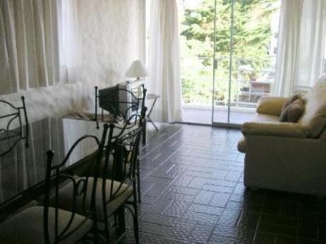 Apartamentos En Playa Mansa: Mci70a