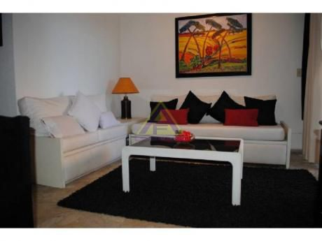 Apartamentos En Playa Mansa: Mci743a