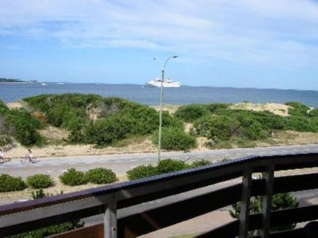 Apartamentos En Playa Mansa: Mci88a