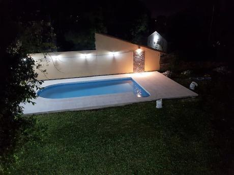 Vendo/alquilo Excelente Residencia/terreno, 4 Dormitorios, Zona Bcp - El Mangal
