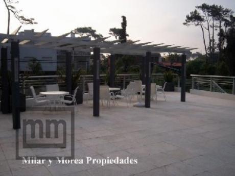 Apartamentos En Playa Mansa: Mym2787a